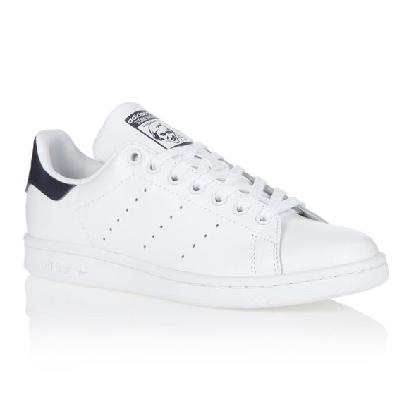 Adidas Originals Stan Smith sneakers in white and navy | ASOS